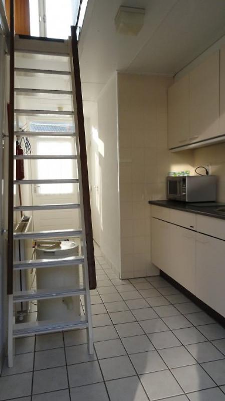 Der Küche Und Die Treppe Nach Dachgeschoß