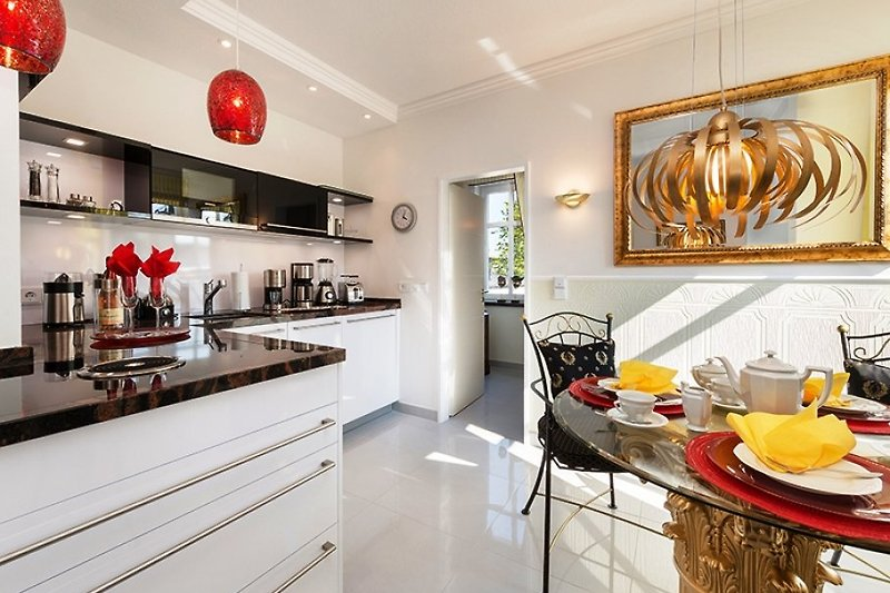 Gelbe Calla - Traum-Einbauküche von LEICHT mit  interessantem BORA-Kochfeld