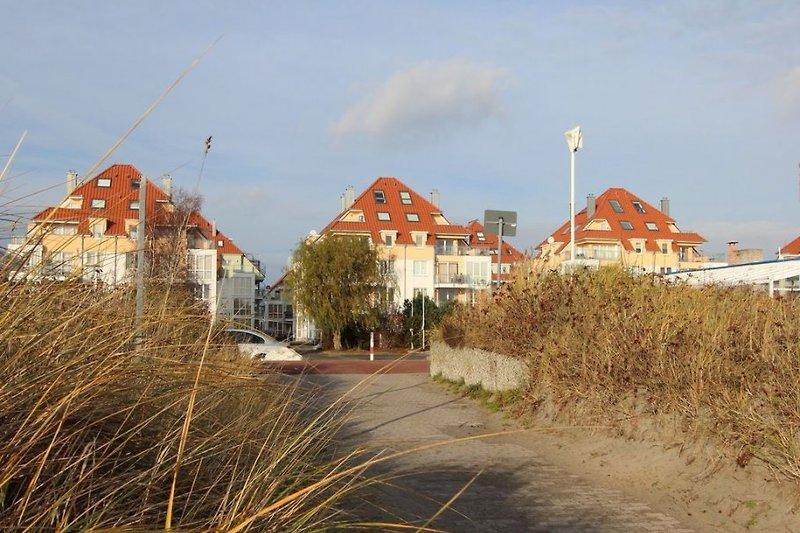 Die FeWo- Anlage vom Strand gesehen