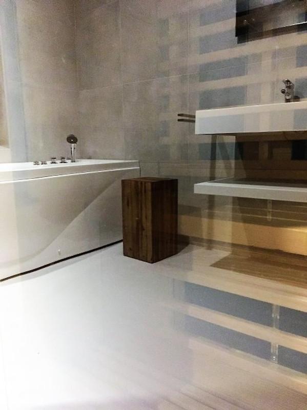 Badezimmer Mit Sauna, Whirlpool Und Regendusche