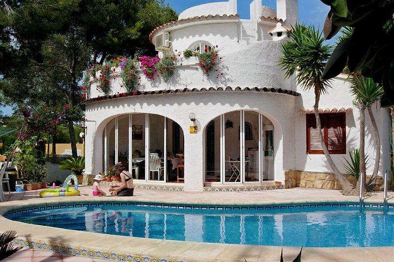 Villa Cap Blanc mit Pool
