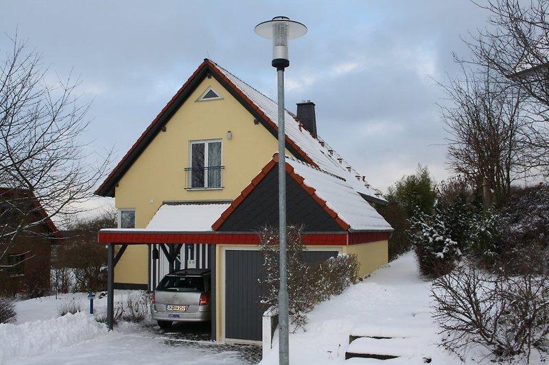 vor dem Haus-jetzt im Winter!