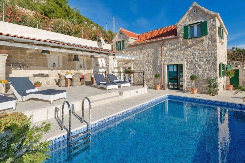 Stone Cottage Bol und Pool