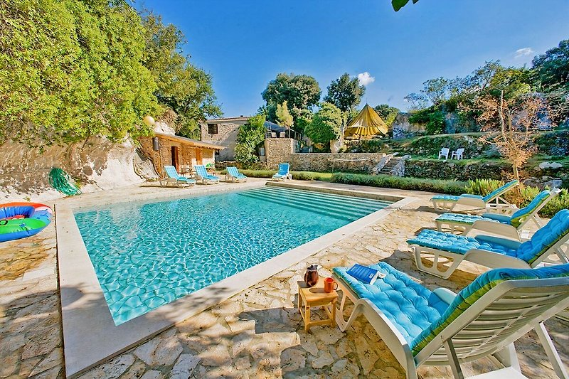 Pool Villa Romilly