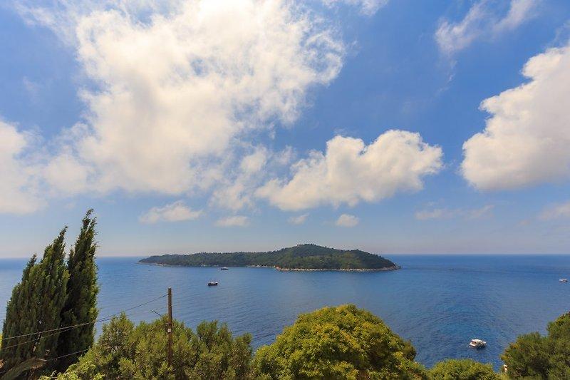 Ausblick von der Terrasse auf die Insel Lokrum