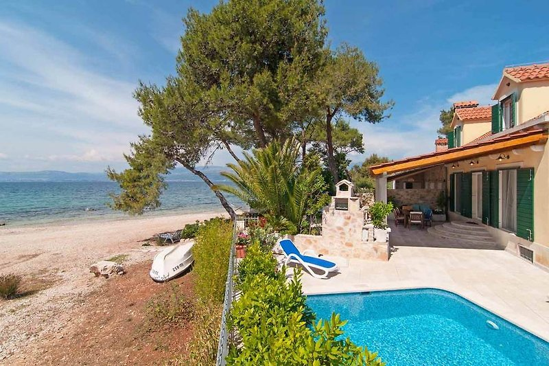 Beachfront villa Marina