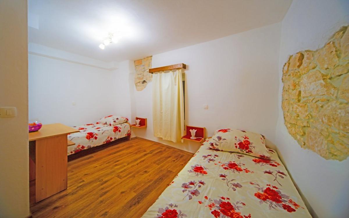 villa istriana ferienhaus in li njan mieten. Black Bedroom Furniture Sets. Home Design Ideas
