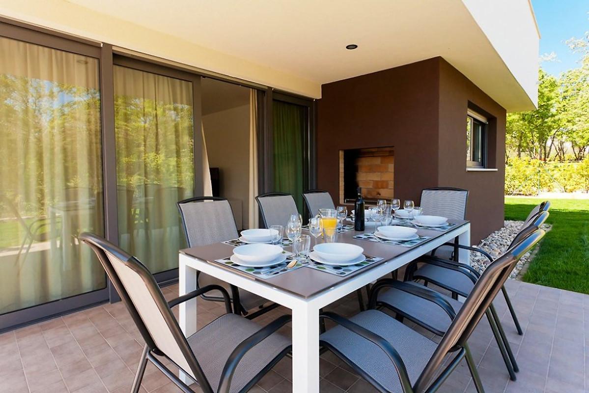 villa amarena ferienhaus in novigrad mieten. Black Bedroom Furniture Sets. Home Design Ideas