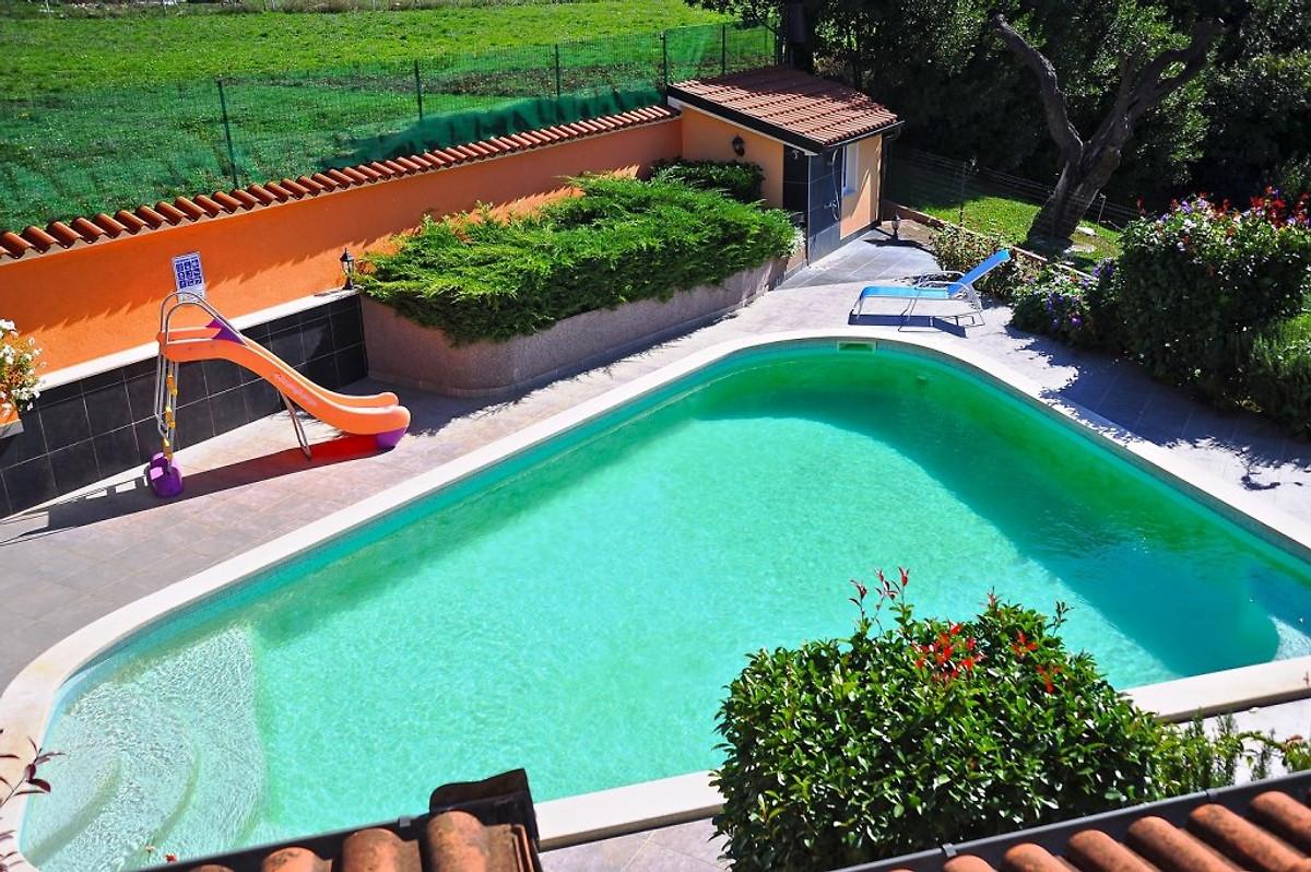 Villa monticello ferienhaus in pula mieten - Pool mit rutsche ...