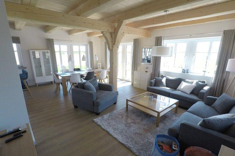 Großes Wohnzimmer mit Big Sofas