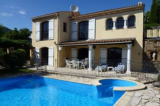 Villa on the Côte d'Azur. The house is situated just above the center of Cavalaire-sur-Mer on a sunny south   Slope, about  from the center, marina and beach.