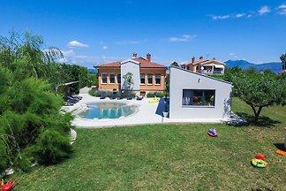 Villa Franka AllThe Comfort of Home