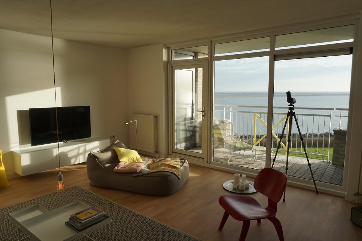 ferienwohnung direkt am wasser ferienwohnung in breskens mieten. Black Bedroom Furniture Sets. Home Design Ideas