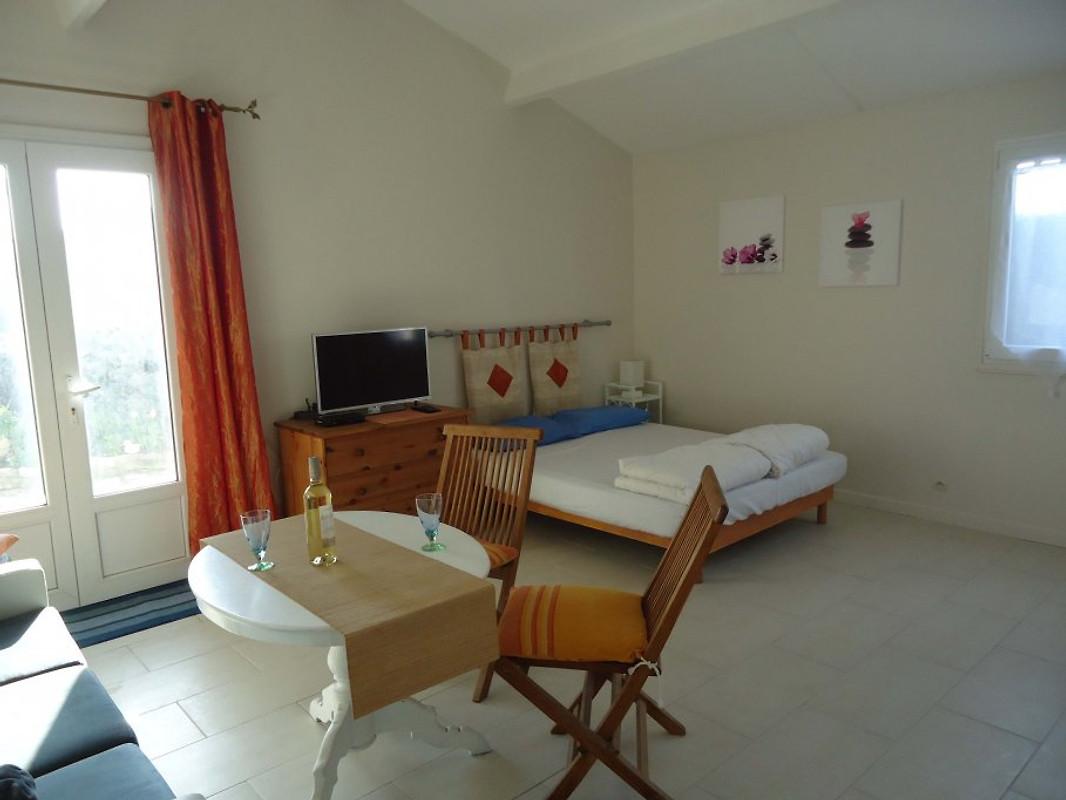 mazet in nissan l ens f r 3 pers ferienhaus in nissan les enserune mieten. Black Bedroom Furniture Sets. Home Design Ideas