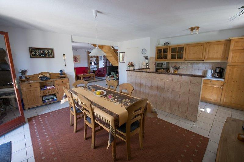 Wohnküche mit anschließendem Wohnzimmer