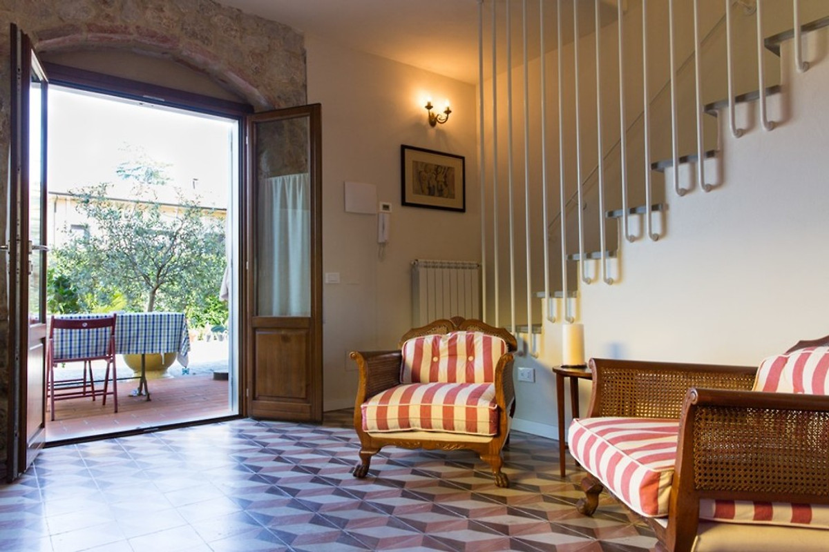 Casa di sasso su 2 piani con vista casa vacanze in bocca for Piani di casa di montagna con vista