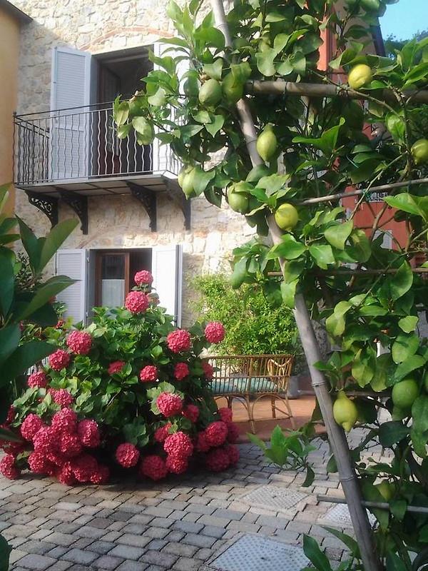 Casa di sasso su 2 piani con vista casa vacanze in bocca for Piani di grande casa 2 piani