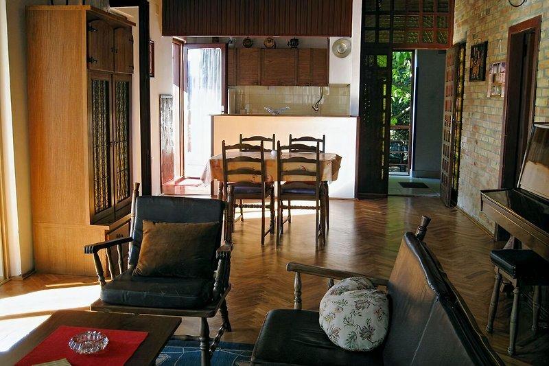FW 2 - Wohn- & Essbereich mit offener Küche