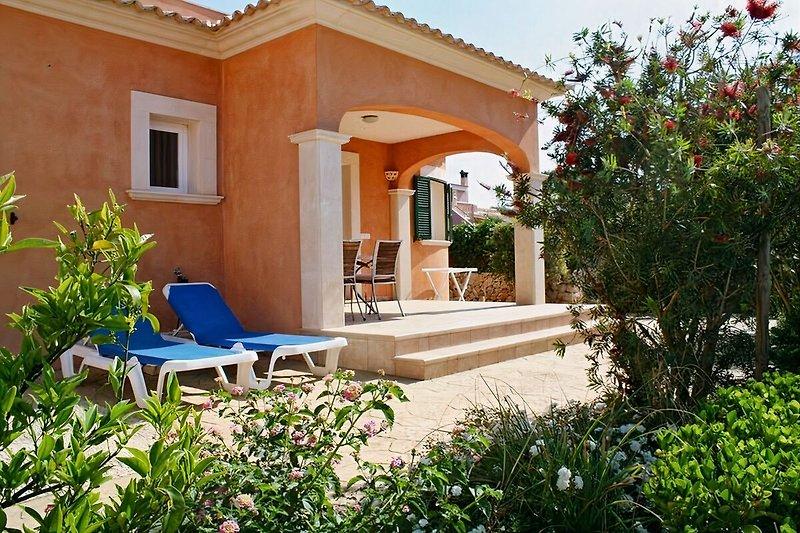 Ferienhaus mit privatem Garten, Sonnenliegen und Gartengrill