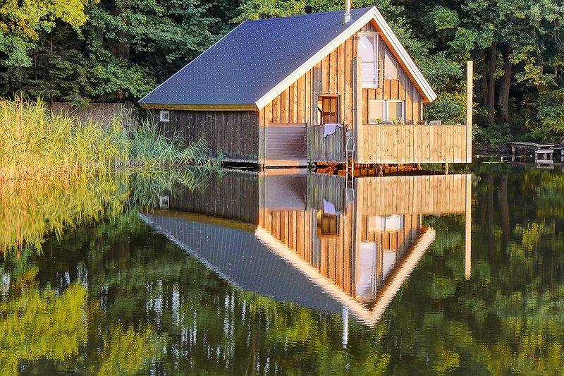 Bootshaus auf dem See