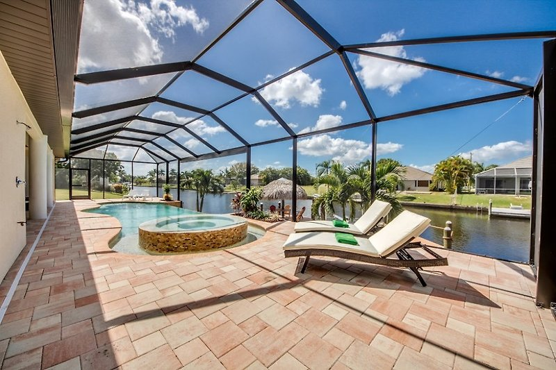 Pool mit 360° Überlauf Spa