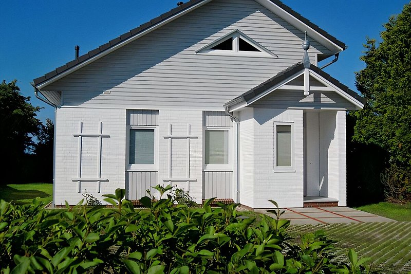 Ferienhaus Saga liegt nur 150 m vom Naturbadestrand an der Ostsee entfernt