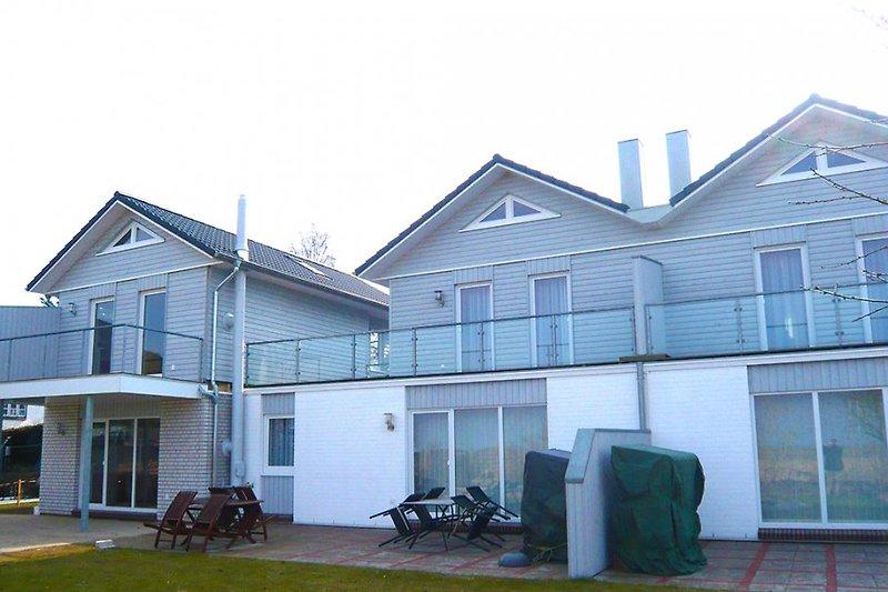Ferienwohnung Freya befindet sich im ersten Haus von links, im ersten OG