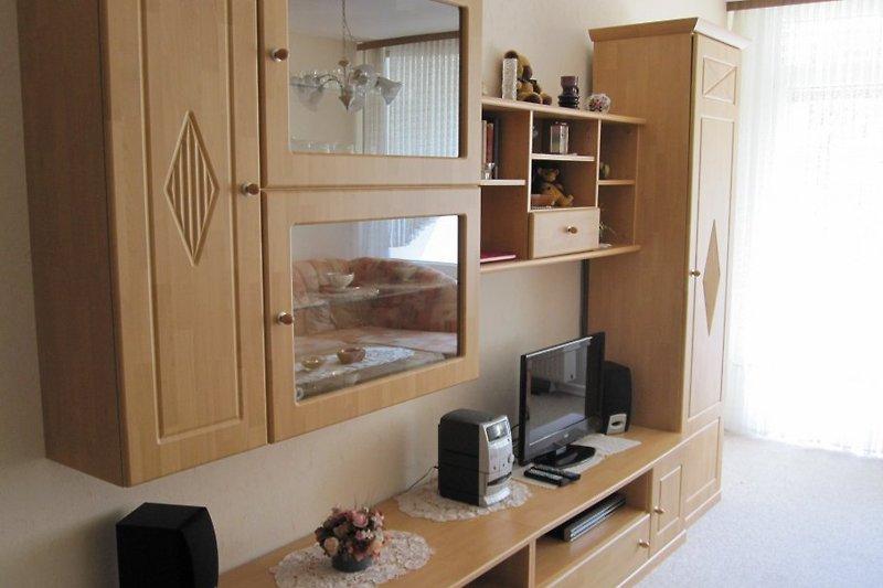 Wohnwand mit Flachbildfernseher