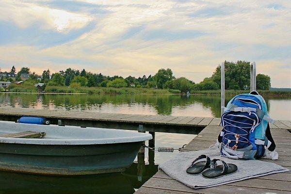mit Ruderboot am See