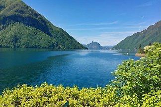 Romantische oase direct aan het meer