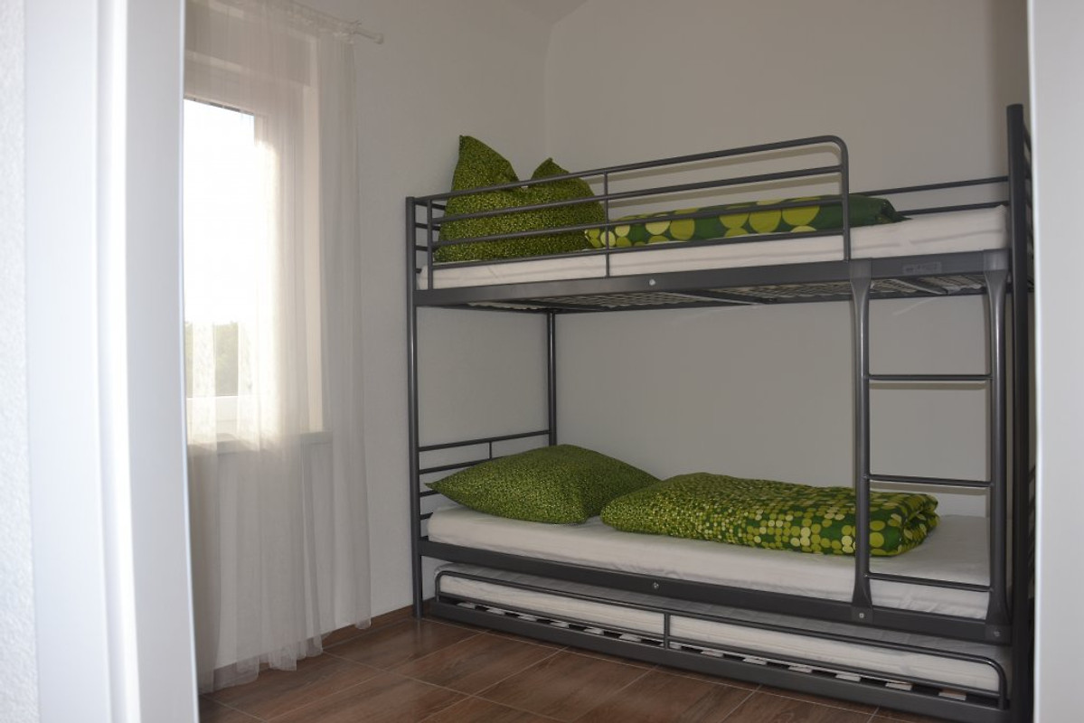 Ferienwohnung letica ferienwohnung in malinska mieten for Kinderzimmer 1 jahr