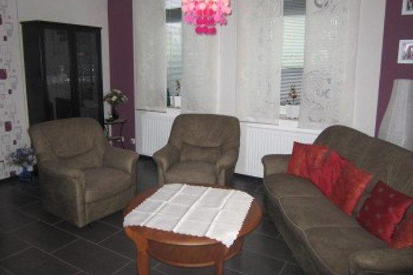 Ihr gemütliches Wohnzimmer mit SAT-TV, DVD-Player, Stereoanlage, Büchern, DVDs, CDs und Spielen