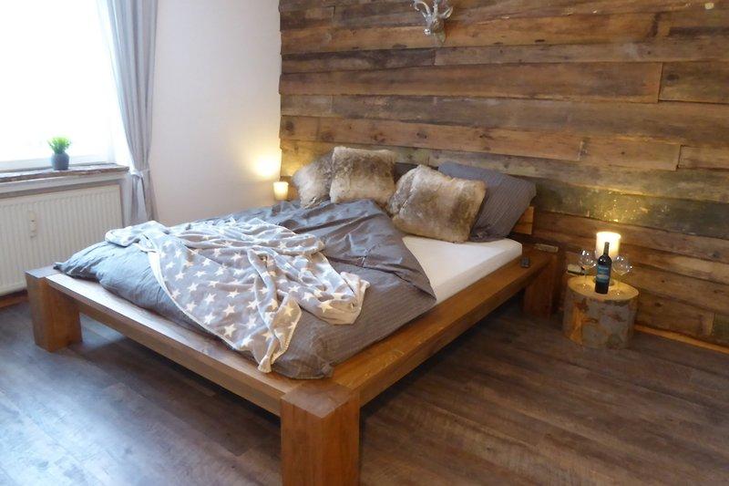 Unser neues Schlafzimmer Nr.1 mit großem LED - Fernseher.