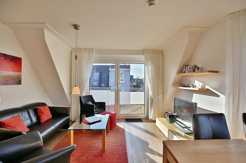 Wohnraum mit Balkonzugang