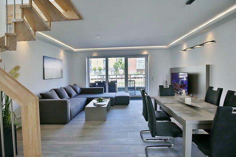 Großer Wohnraum mit Terrassenzugang