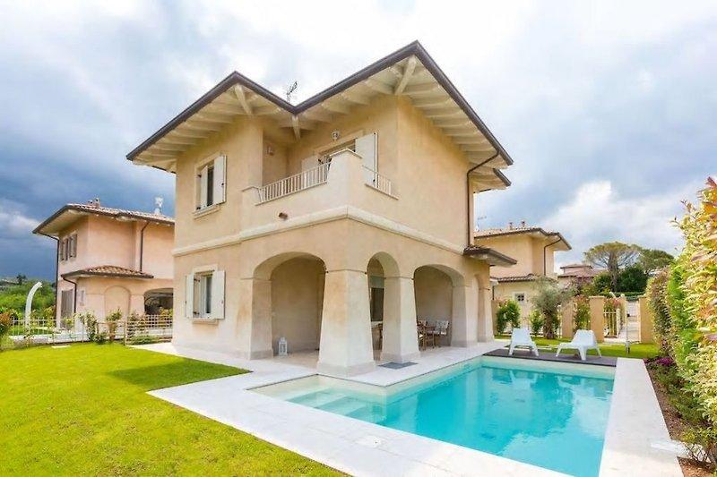 Exclusive villa mit private pool