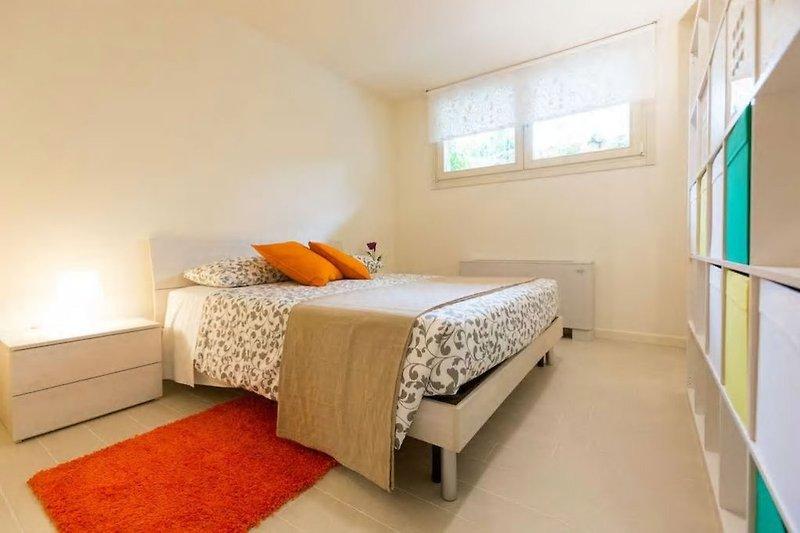 villa avec piscine priv e au bord du lac de garde maison de vacances manerba del garda louer. Black Bedroom Furniture Sets. Home Design Ideas