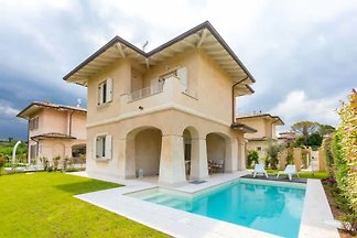 Villa with private pool at Lake Garda