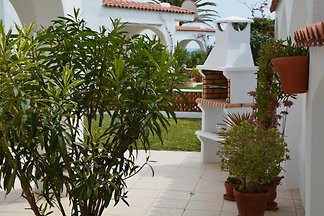 Beautiful, quietly situated large holiday home directly on the inland beach with WLAN