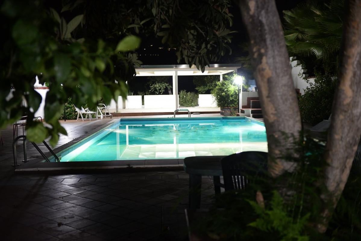 Villa rita casa vacanze in mascali affittare for Piani di piscina gratuiti