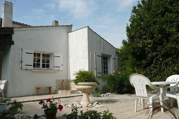 maison des acacias à La Bree les Bains - Image 1