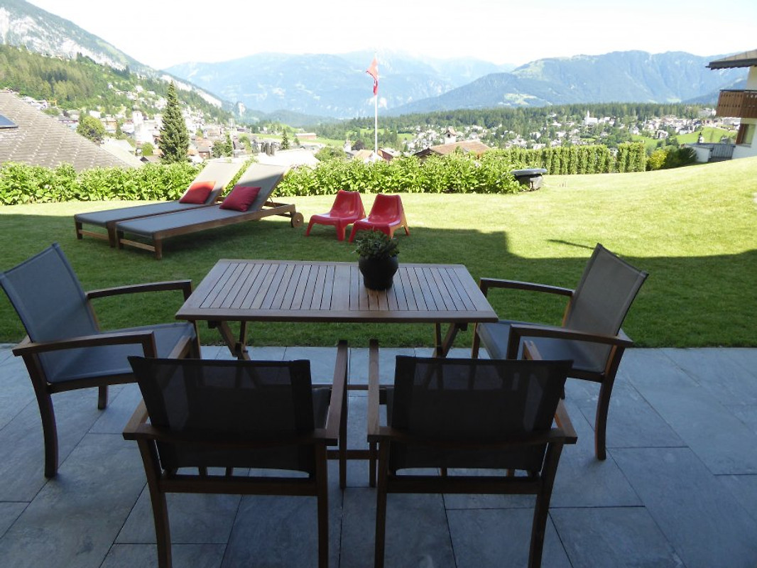 flims casa admisa garten grill wlan ferienwohnung in flims mieten. Black Bedroom Furniture Sets. Home Design Ideas