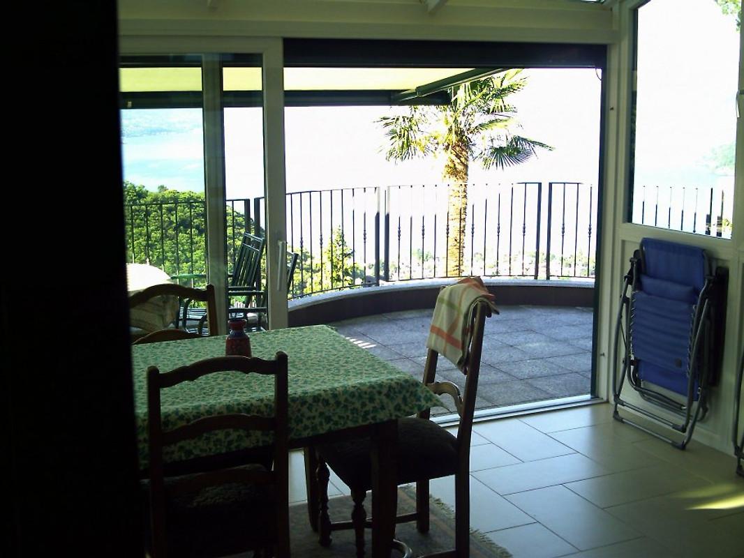 dreizimmerwohnung mit wintergarten ferienwohnung in maccagno mieten. Black Bedroom Furniture Sets. Home Design Ideas