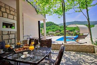 Villa mit Pool, ideal  für 4