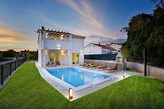 Villa  Rosmarin,Pool, 3 km vom Meer