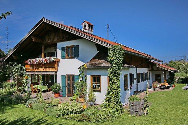 Unser Haus mit großem Garten und Balkon