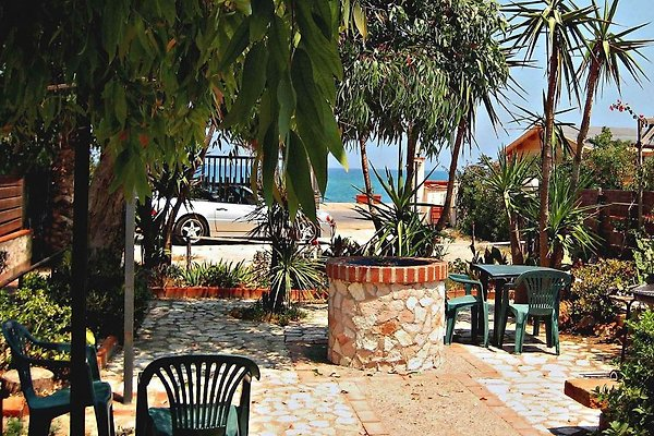 Villa Flora - SEAFRONT mit SEAVIEW in Campofelice di Roccella - Bild 1