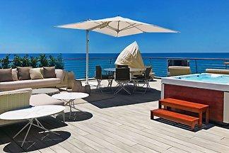 Luxus Villa mit Garage am Meer