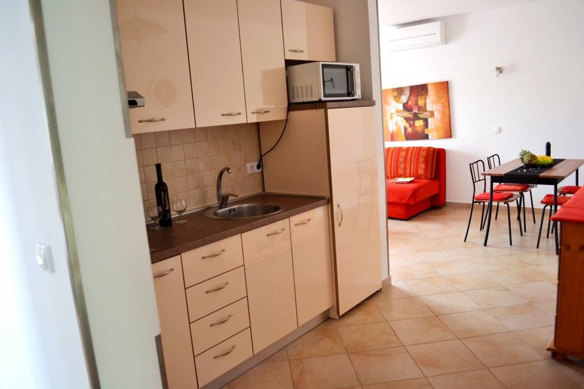 Apartments milas familie vakantie appartement in malinska huren - Centrum eiland keuken prijs ...