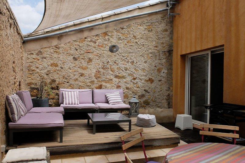 Die schön grosse Terrasse von Ferienahaus La Mangeoire